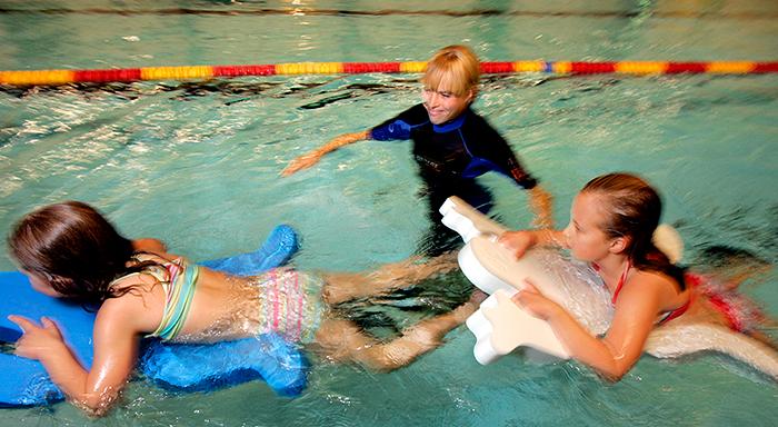 simskolelärare med två elever